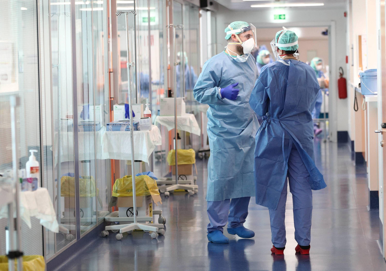 Noi simptome după infectarea cu virusul din China. Ce poate să îți apară pe piele
