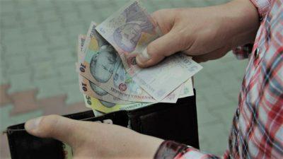 România dezamăgitoare: de ce pensia nu va intra pe card prea curând