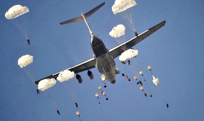 De ce avioanele comerciale nu au parașute pentru pasageri