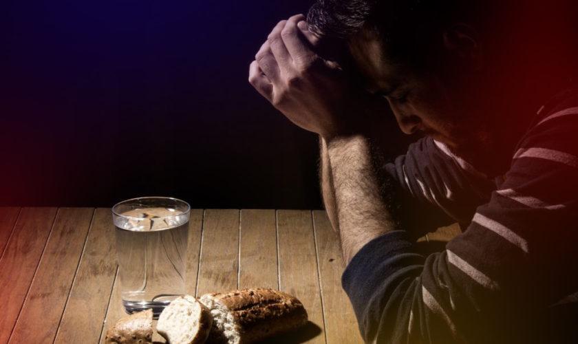 Postul Crăciunului și cât ai supraviețui doar cu apă și pâine, asta dacă vrei să trăiești credința la extrem