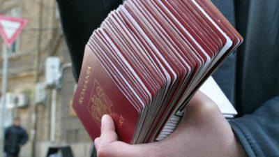 Pașapoartele se schimbă din nou. Ce culoare va avea documentul de călătorie