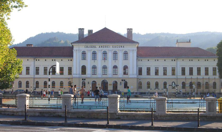 Școlile de top din Brașov își terorizează elevii: Ce se întâmplă dacă ai sub 8 la Șaguna