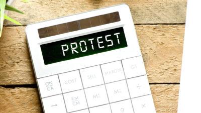 Grefierii se revoltă în fața Guvernului: ce nemulțumiri au