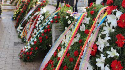 Coroanele de flori, eliminate de la înmormântări. Orașul în care oamenii sunt sfătuiți să facă altceva cu banii