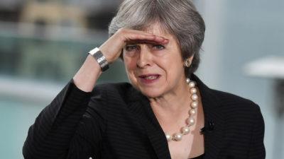 """""""Cănuță, om sucit"""": ziua în care Caragiale pare să fi ajuns la Londra. Theresa May, umilită încă o dată în Parlament"""