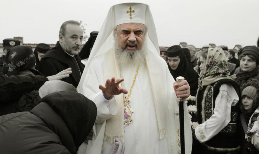 Hotel de lux deținut de Biserica Ortodoxă – camuflat în bloc pentru săraci. Cum își umple Patriarhul Daniel buzunarele cu…