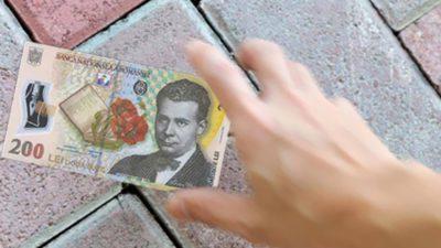 Mai mulți suceveni au găsit bancnote de 200 de lei pe stradă. Ce au aflat când s-au dus la Poliție i-a lasat fără grai