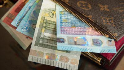 Curs valutar BNR azi, 10 aprilie: Leul se devalorizează în raport cu euro și dolarul