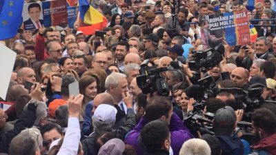"""Din inimă pentru partid. Cum s-a văzut din stradă mitingul PSD Craiova: """"Ce, cășunarăți pe noi acuma?"""""""