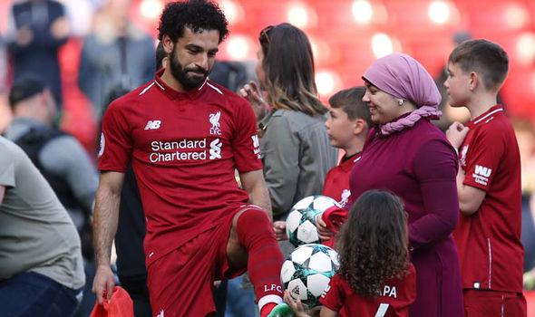 Mo Salah, întâmpinat de soția Magi și fiica Makka