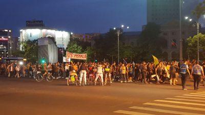 Românii sărbătoresc în stradă condamnarea lui Liviu Dragnea la închisoare