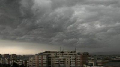 Ce spun meteorologii despre anunțul AccuWeather privind prognoza de tornadă din București