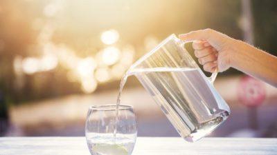 Doi litri pe zi, un mit desființat. Câtă apă ai nevoie să bei în funcție de greutatea ta