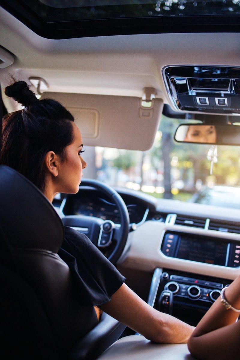 Top 10 vedete din România și mașinile de lux pe care le conduc