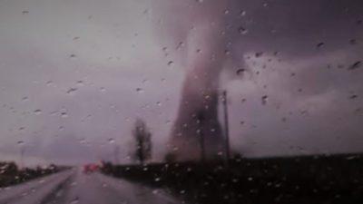 """Cod roșu METEO. Ce zone sunt afectate și prognoza ANM: """"Vânt cu aspect tornadic"""""""