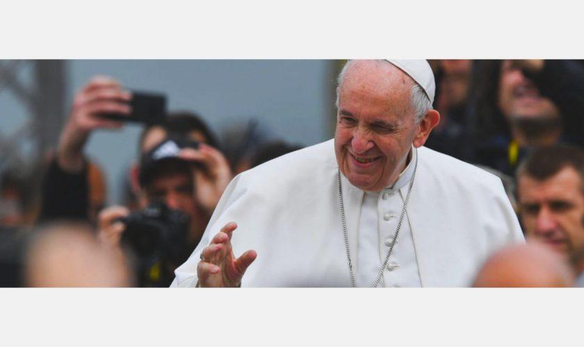 Un preot a găsit 5.000 de euro, într-o toaletă, în timpul vizitei Papei la Blaj. Ce a făcut cu banii