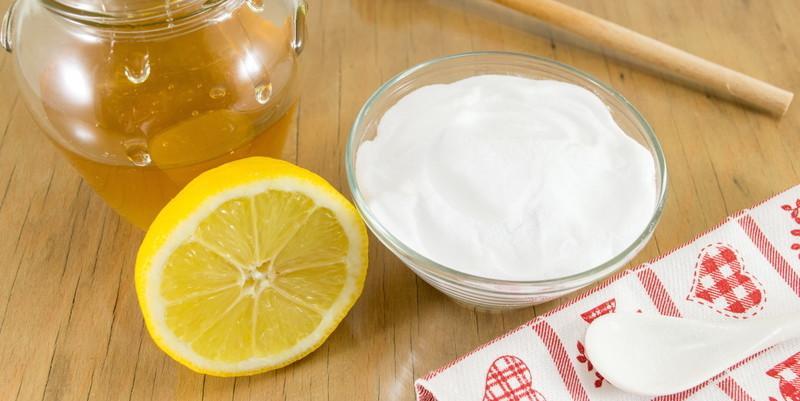BIcarbonat de sodiu amestecat cu mierea de albină. Rețete miraculoase