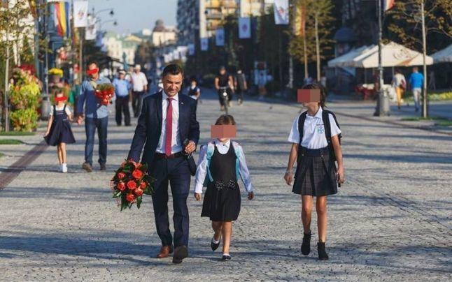 Câți copii are Mihai Chirica și ce avere le-a dat edilul, cu toate că încă sunt minori. Familia primarului din Iași, model pentru orice familist