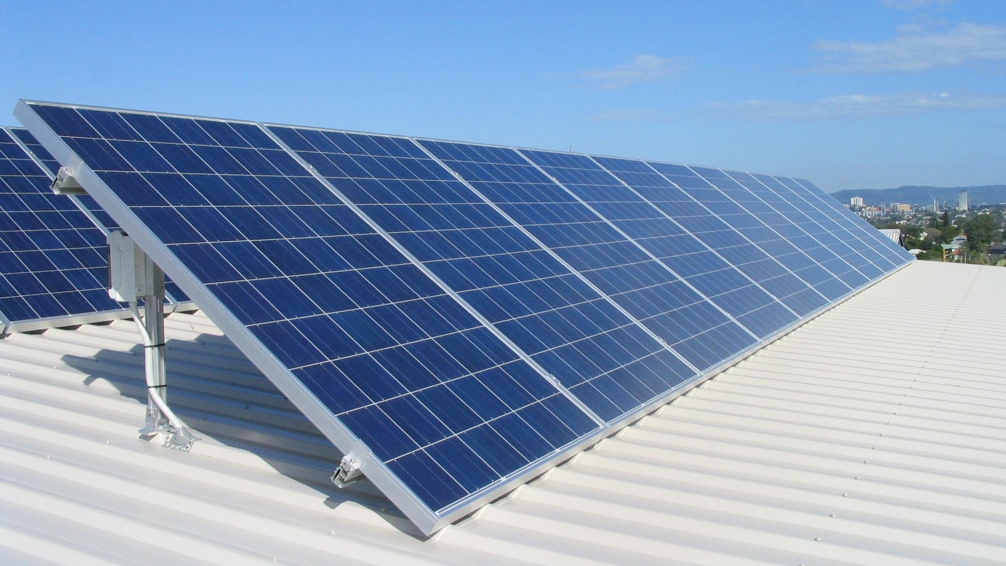 Îți trebuie autorizație de construcție pentru panourile solare? Măsura luată recent de autorități