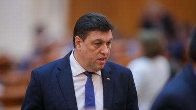 """Șerban Nicolae a recitat versuri în fața colegilor din PSD. """"Ce îți dorim ție, dulce Românie?"""""""