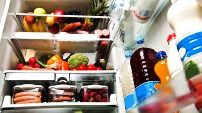 Cum cureți frigiderul cu bicarbonat de sodiu și oțet. Trucul care îți salvează bani și mult timp