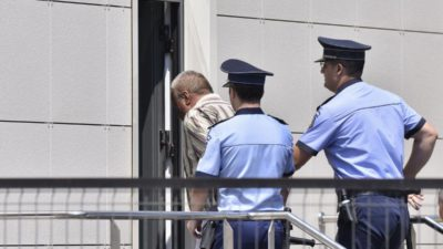 FOTO&VIDEO Criminalul din Caracal, zâmbet ironic după arestare: de ce a fost dus, din nou, la locuința sa