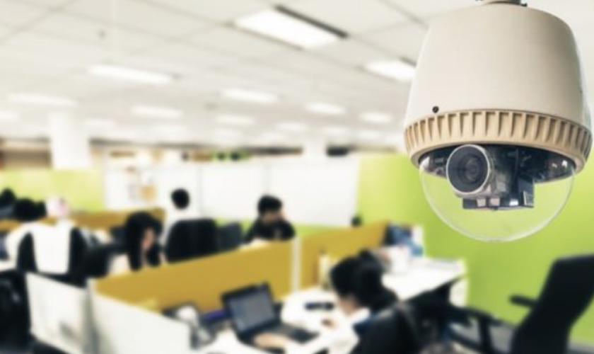 Ești filmat la locul de muncă? Angajatorul tău riscă o amendă uriașă