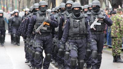 """Ce salarii au """"mascații"""" din Jandarmeria Română. Pentru câți bani își pun viața în pericol luptătorii antitero"""