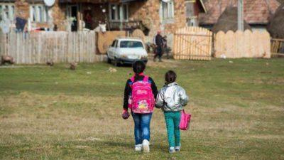 Zile libere pentru părinți când se închid școlile. Legea e adoptată, angajatorul e obligat să te plătească
