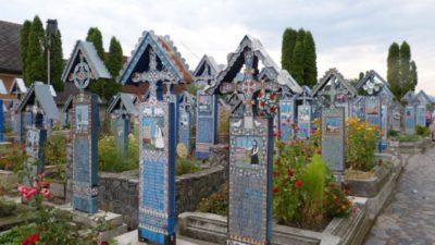 Cât costă, de fapt, un loc de veci în Cimitirul Vesel din Săpânța