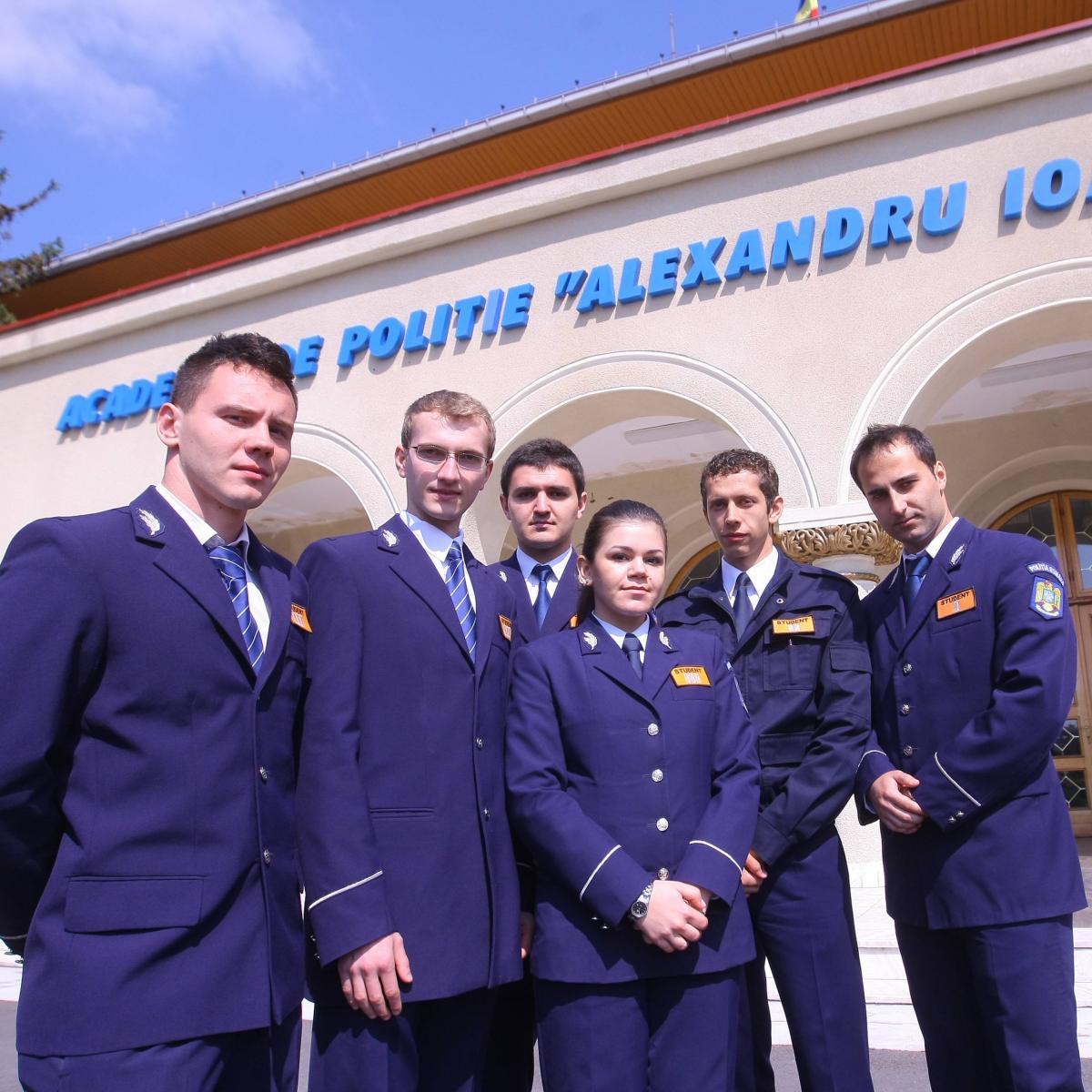 Studenți ai Academiei de Poliție.