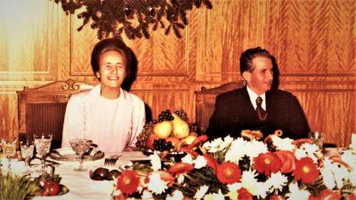 Obiceiurile odioase ale oamenilor lui Nicolae Ceaușescu, la petreceri. Urinau în mâncare, în timp ce românii luau hrană pe cartelă