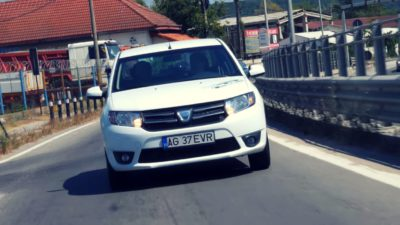 Prima Dacia Logan electrică a ajuns pe străzile din București. Cum se conduce mașina românească alimentată de la curent. VIDEO