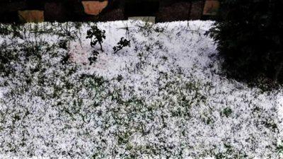 Grindină în mijlocul verii! Localnicii din Argeș au avut parte de peisaje de decembrie