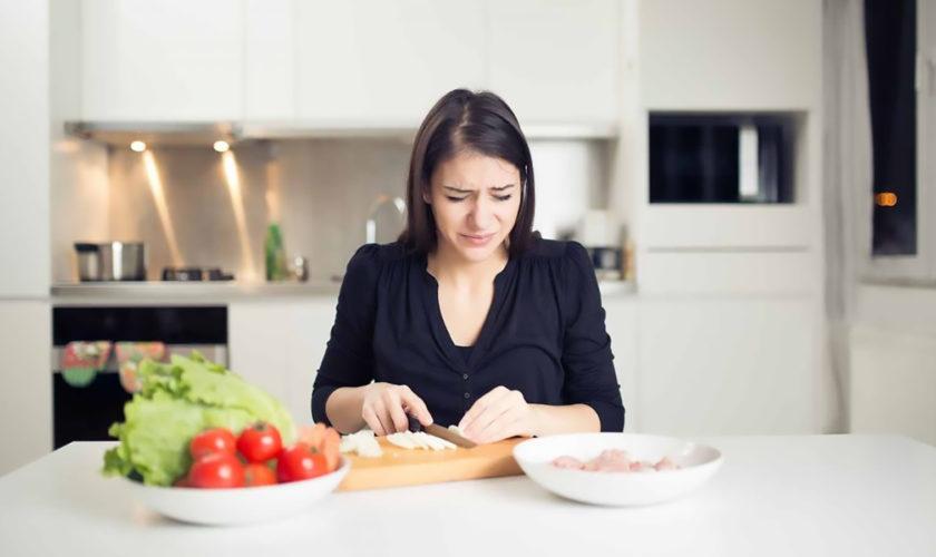 Sfaturi utile: cum faci să nu plângi când tai ceapă cu cuțitul