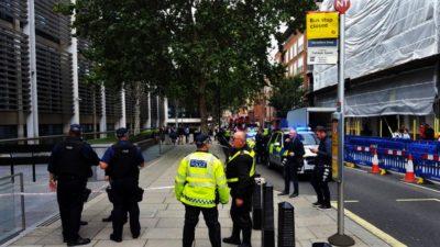 Panică în centrul Londrei! Bărbat înjunghiat în fața Ministerului de Interne