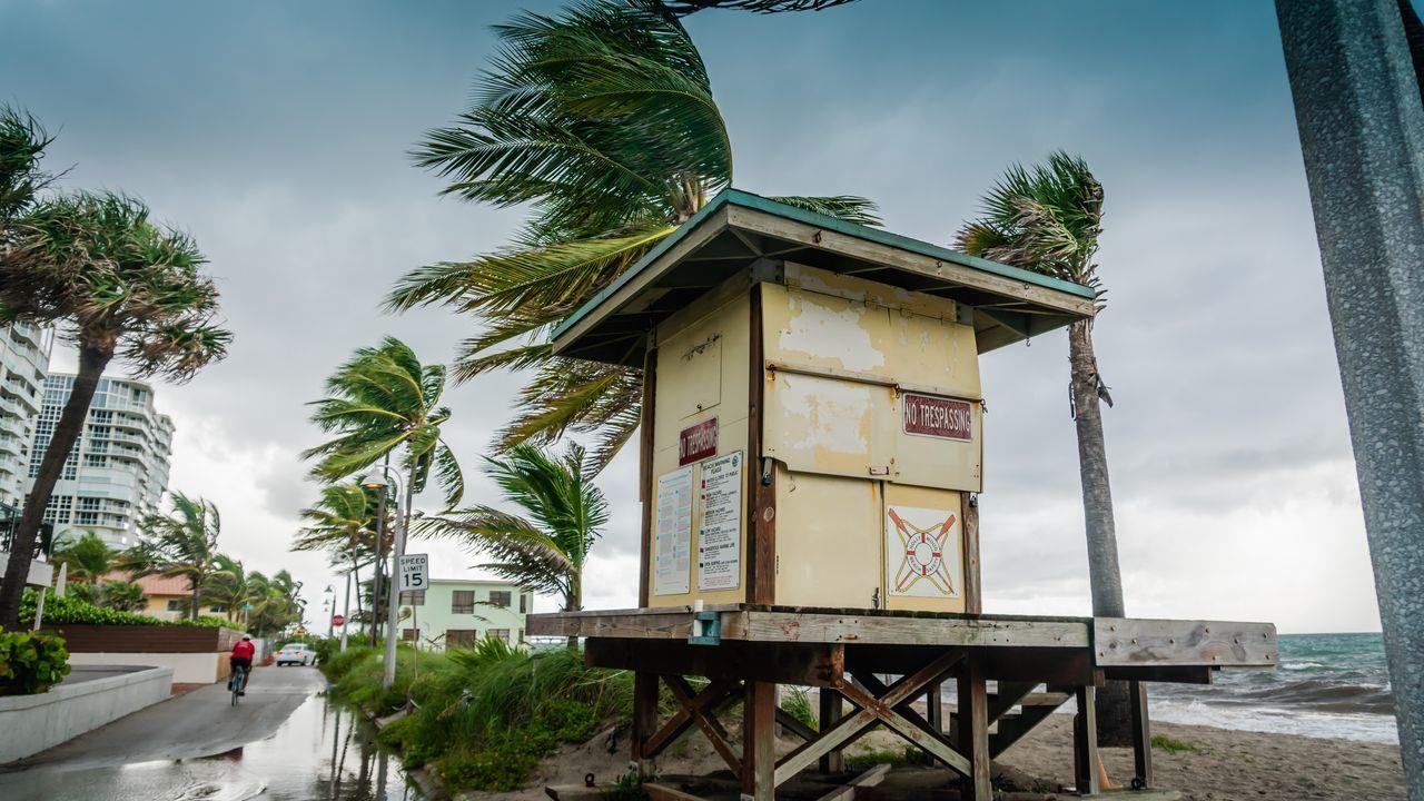 """De ce sunt denumite uraganele cu nume de femeie. Cum și cine """"botează"""" aceste fenomene extreme"""