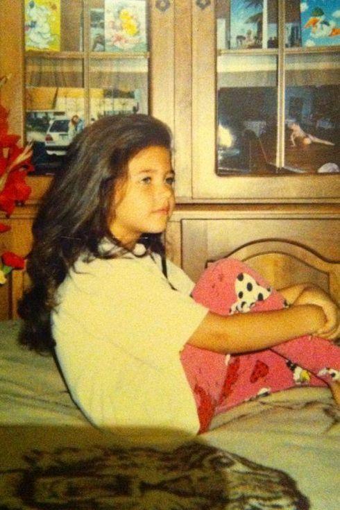 Cum arăta Antonia în prima zi de școală. Imagini cu artista din copilărie
