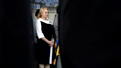 Cum s-a îmbrăcat Viorica Dăncilă la ședința de Guvern. Vestimentația premierului a atras toate privirile