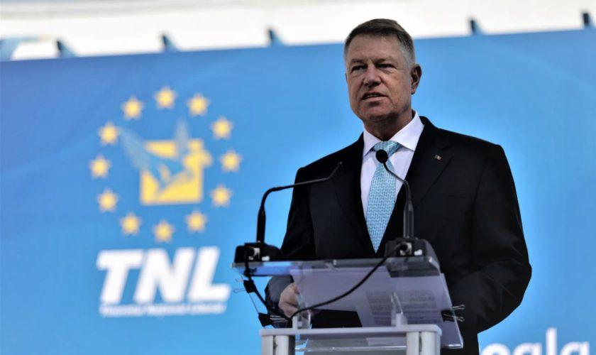"""Iohannis, somat să accepte dezbateri înainte de turul al doilea: """"Să dea un semn de minim respect!"""""""