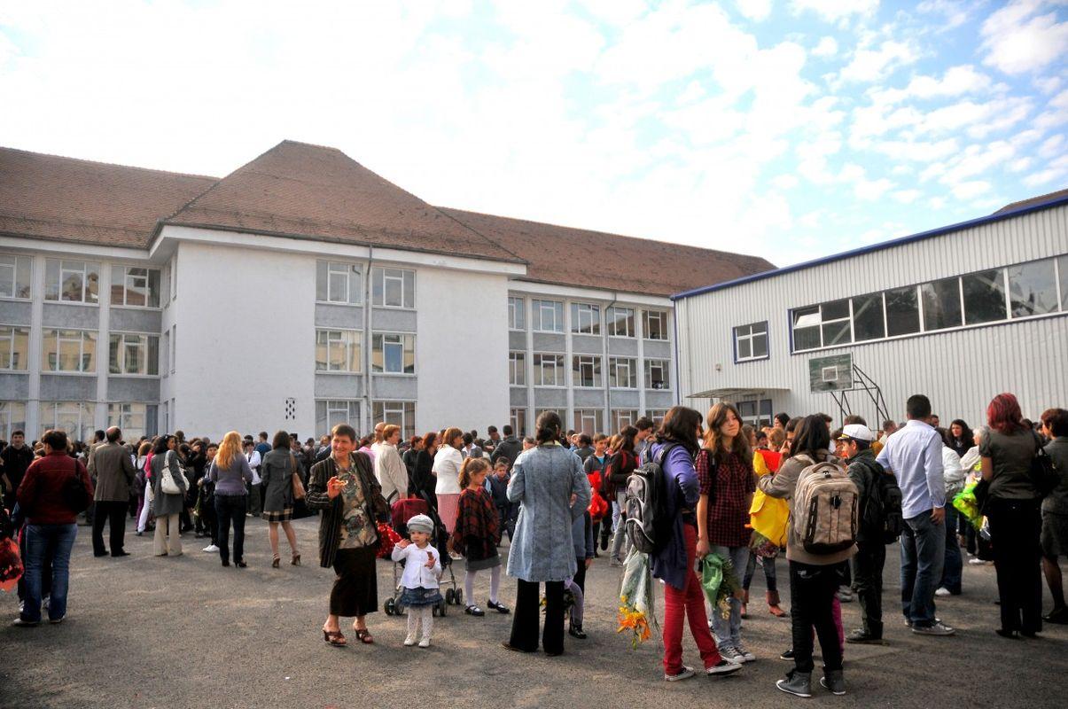 9 septembrie, prima zi de școală. Cu ce probleme se confruntă învățământul românesc