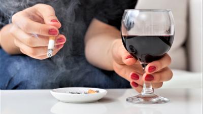 Tinerii români, primii la băut și la fumat. Ce se întâmplă cu adolescenții noștri și cum să eviți aceste vicii