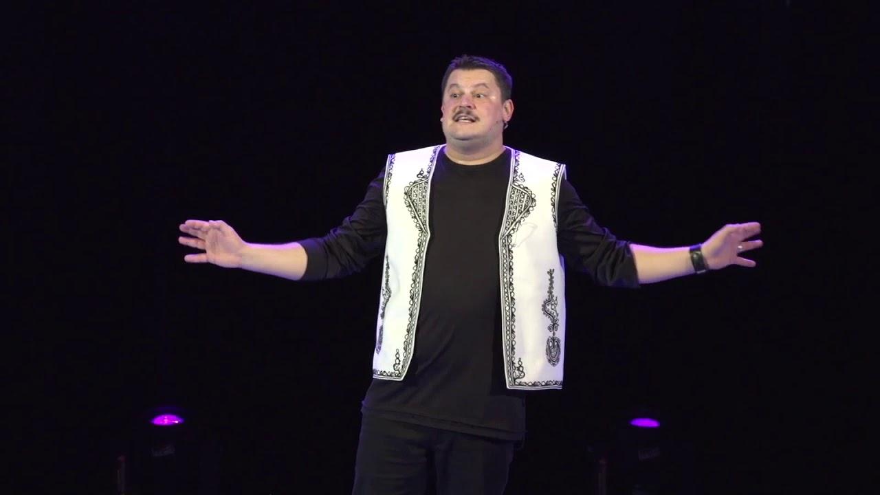 Cât costă un bilet la un spectacol de stand-up comedy cu Mihai Bobonete. Las Fierbinți i-a ridicat cota