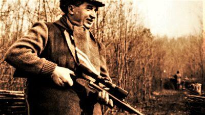 """Povești haioase și triste despre partidele de vânătoare ale lui Ceaușescu: """"A așteptat o jumătate de oră ca să se trezească cerbul"""""""