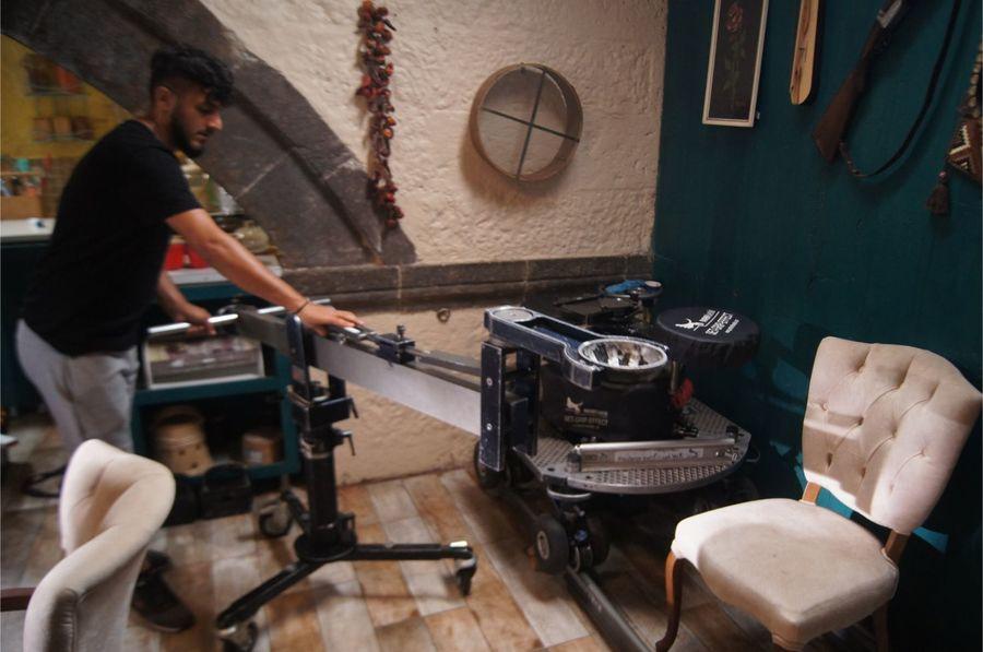 Cum arată locul în care se filmează cel mai tare serial turcesc al momentului. Imagini din culisele Lacrimi la Marea Neagră de la Kanal D