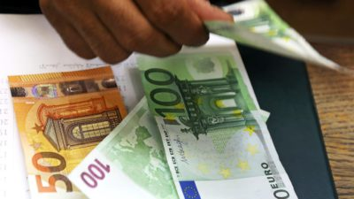 Curs valutar BNR marți, 24 septembrie: Cât costă euro și ce se întâmplă cu dolarul