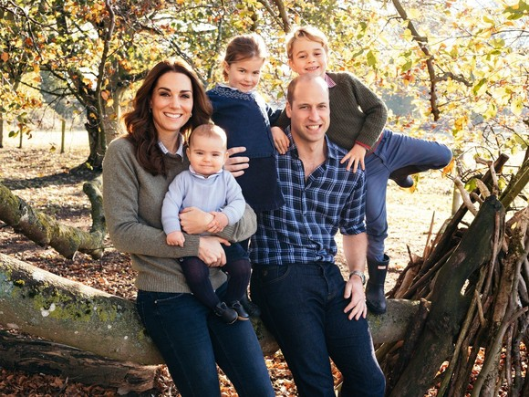George, Charlotte și Louis aături de Prințul William și Kate Middleton