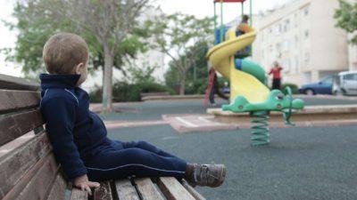 Cazul cutremurător al copilului care a fost împins de mamă spre sinucidere. Femeia a filmat totul