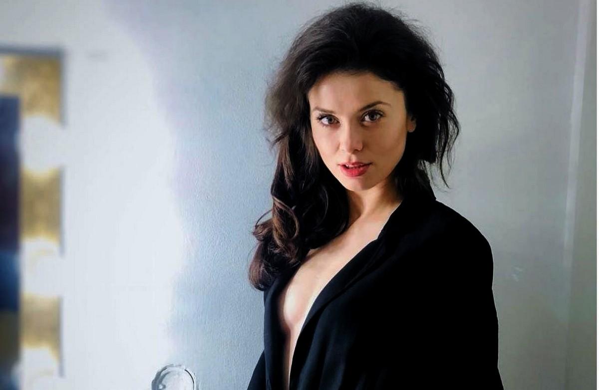 Raluca Aprodu: secrete de frumusețe • Marie Claire Romania  |Raluca Aprodu