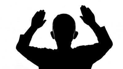 Acest copil a fost condamnat la moarte de cei din satul lui, la 6 ani. Cum arată acum, după ce oamenii au vrut să-l mănânce